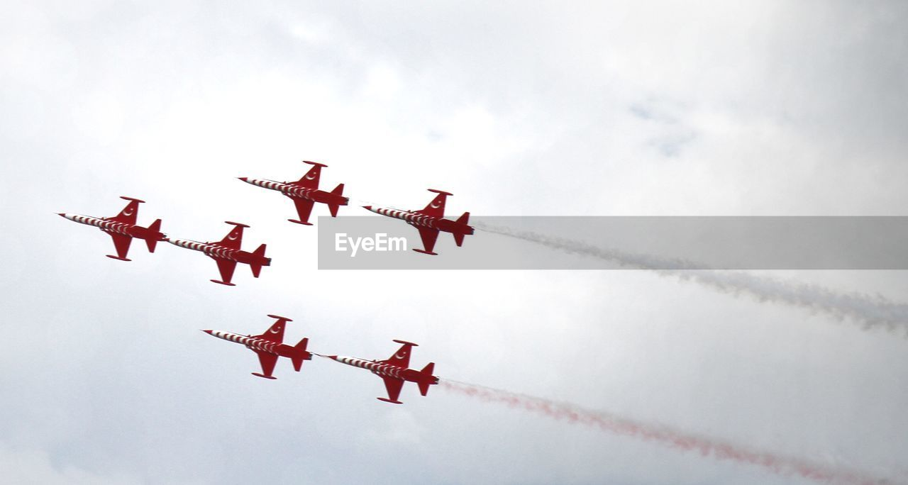airplane, air vehicle, flying, low angle view, transportation, mode of transportation, sky, cloud - sky, vapor trail, on the move, airshow, mid-air, motion, no people, smoke - physical structure, nature, day, teamwork, travel, cooperation, outdoors, plane