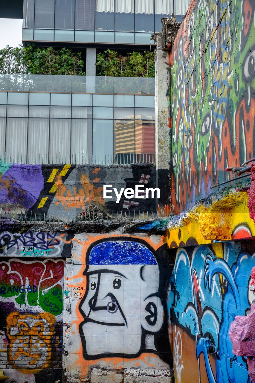 multi colored, graffiti, no people, built structure, day, outdoors, building exterior, architecture