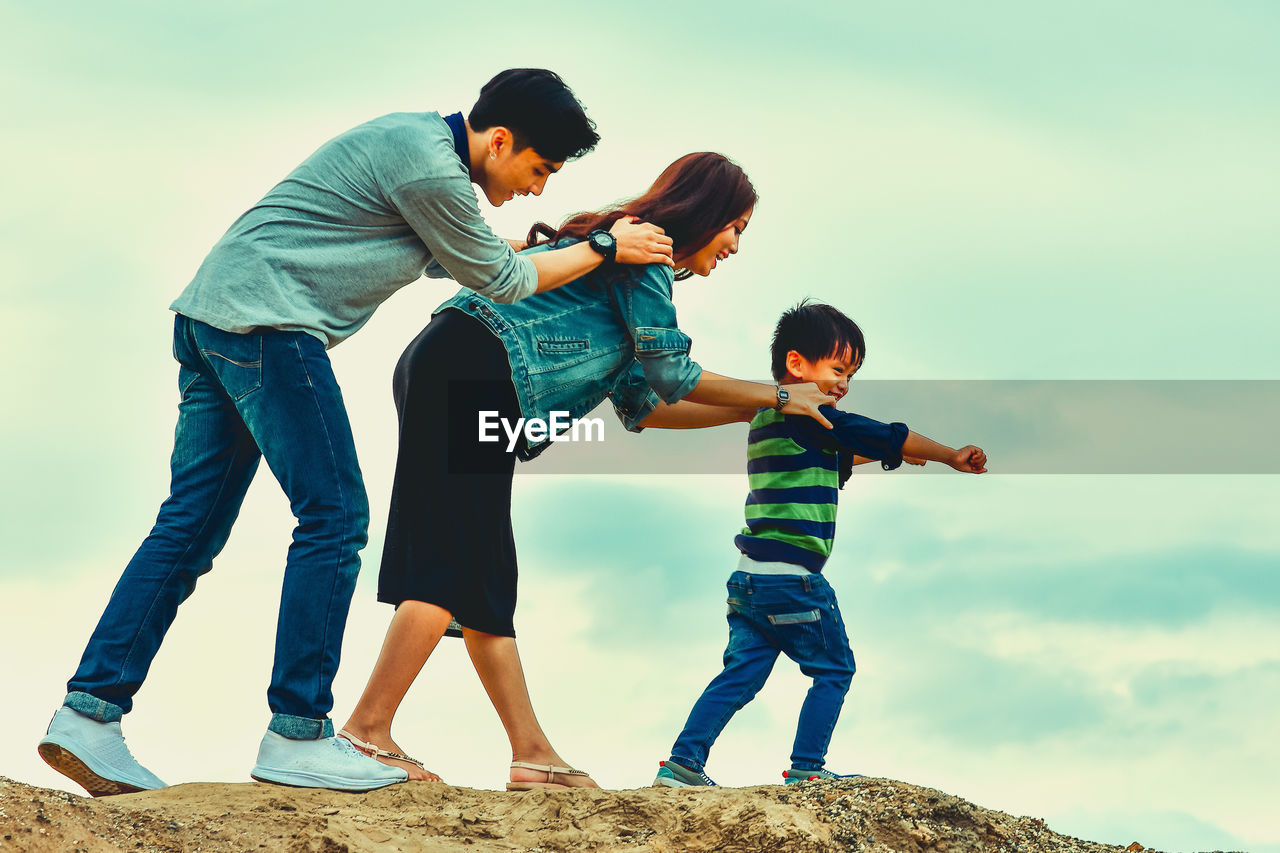 childhood, child, boys, men, males, group of people, family, casual clothing, togetherness, full length, bonding, real people, sky, leisure activity, emotion, nature, sibling, parent, positive emotion, son, sister, outdoors, innocence