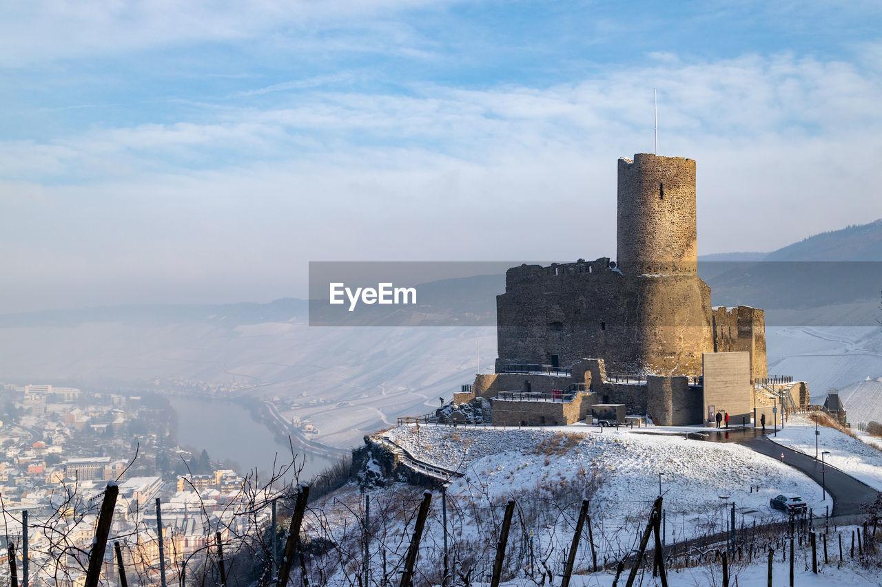 Winter landscape around the castle landshut in bernkastel-kues on the moselle