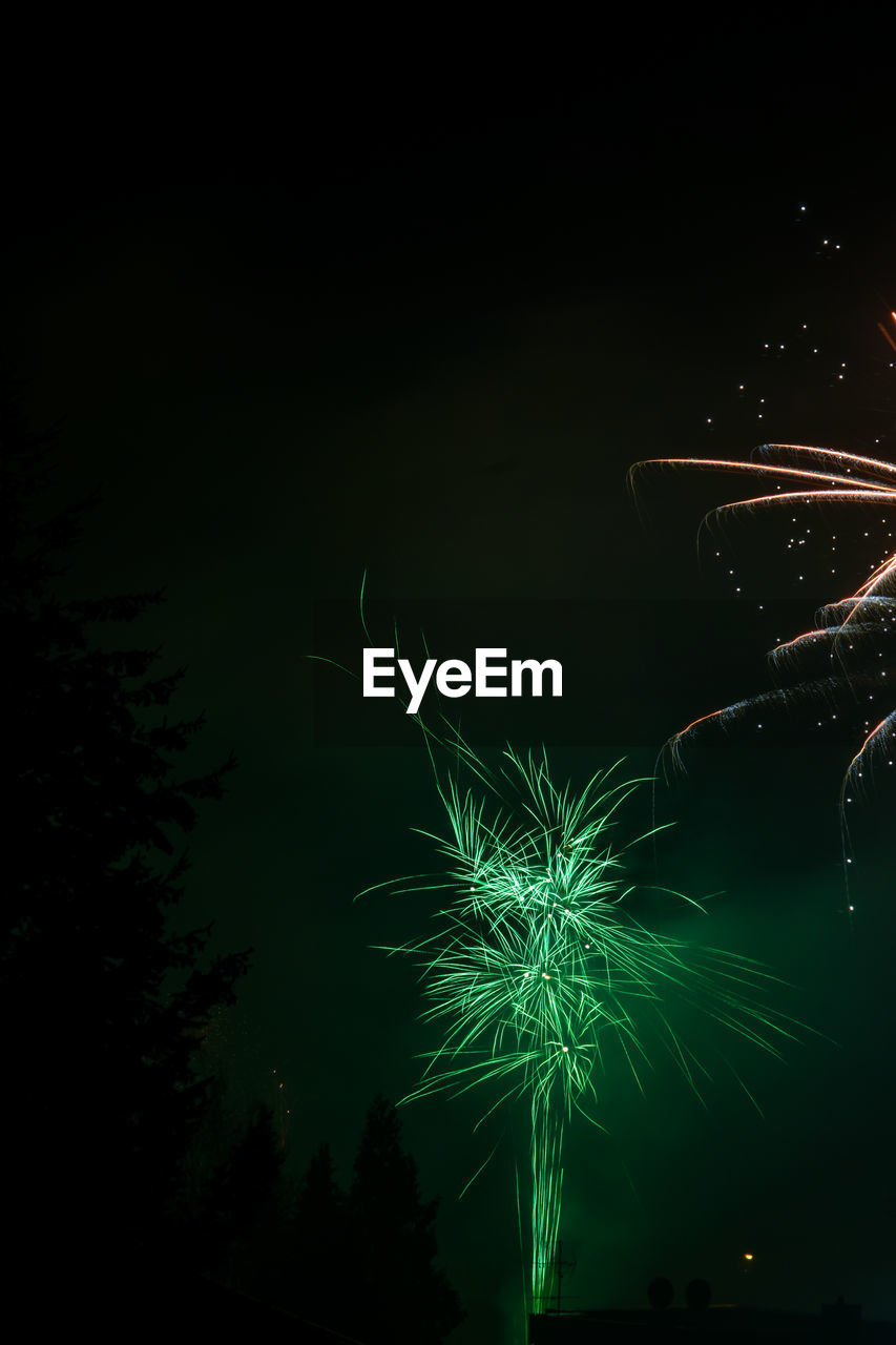 night, illuminated, motion, celebration, arts culture and entertainment, firework, long exposure, firework display, glowing, exploding, blurred motion, no people, sky, nature, event, low angle view, green color, copy space, light, firework - man made object, outdoors, sparks, nightlife, excitement