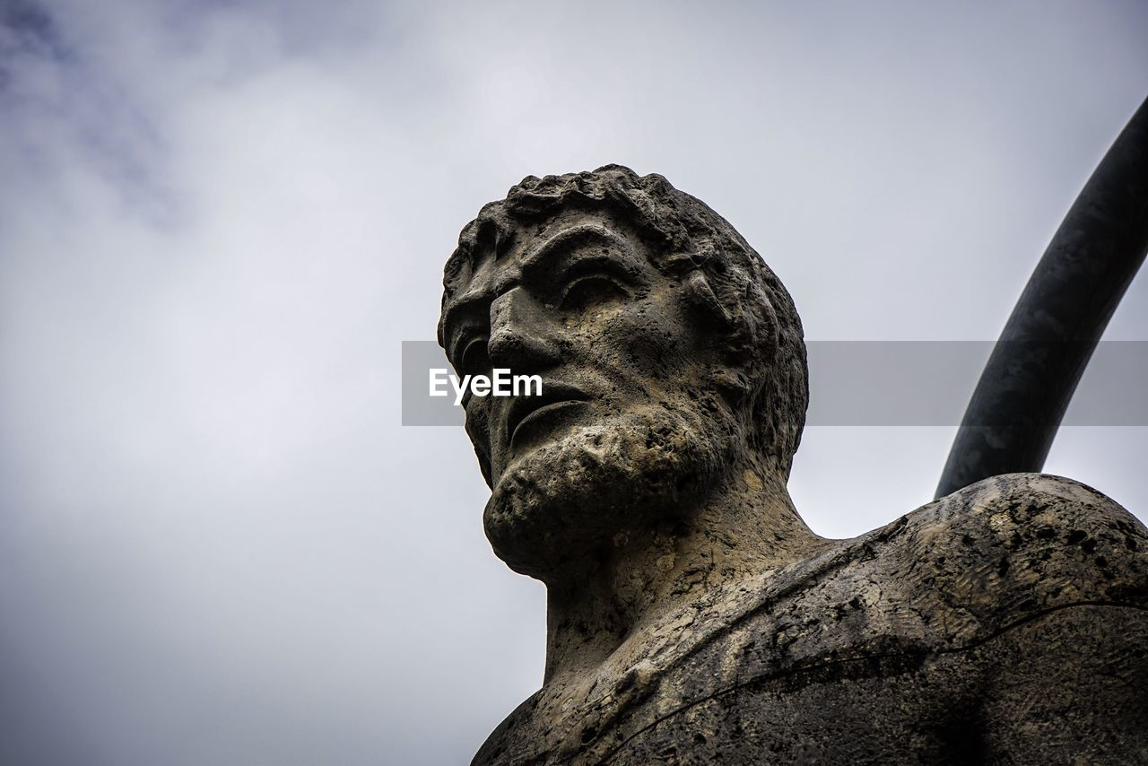 statue, sculpture, human representation, art and craft, low angle view, male likeness, creativity, no people, history, day, sky, outdoors, travel destinations, close-up