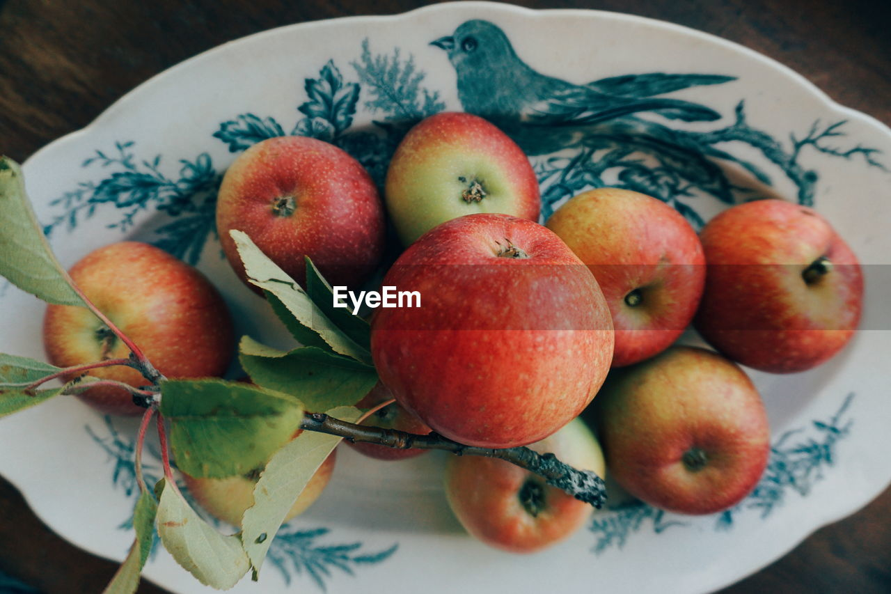 High Angle View Of Apples In Plate On Table
