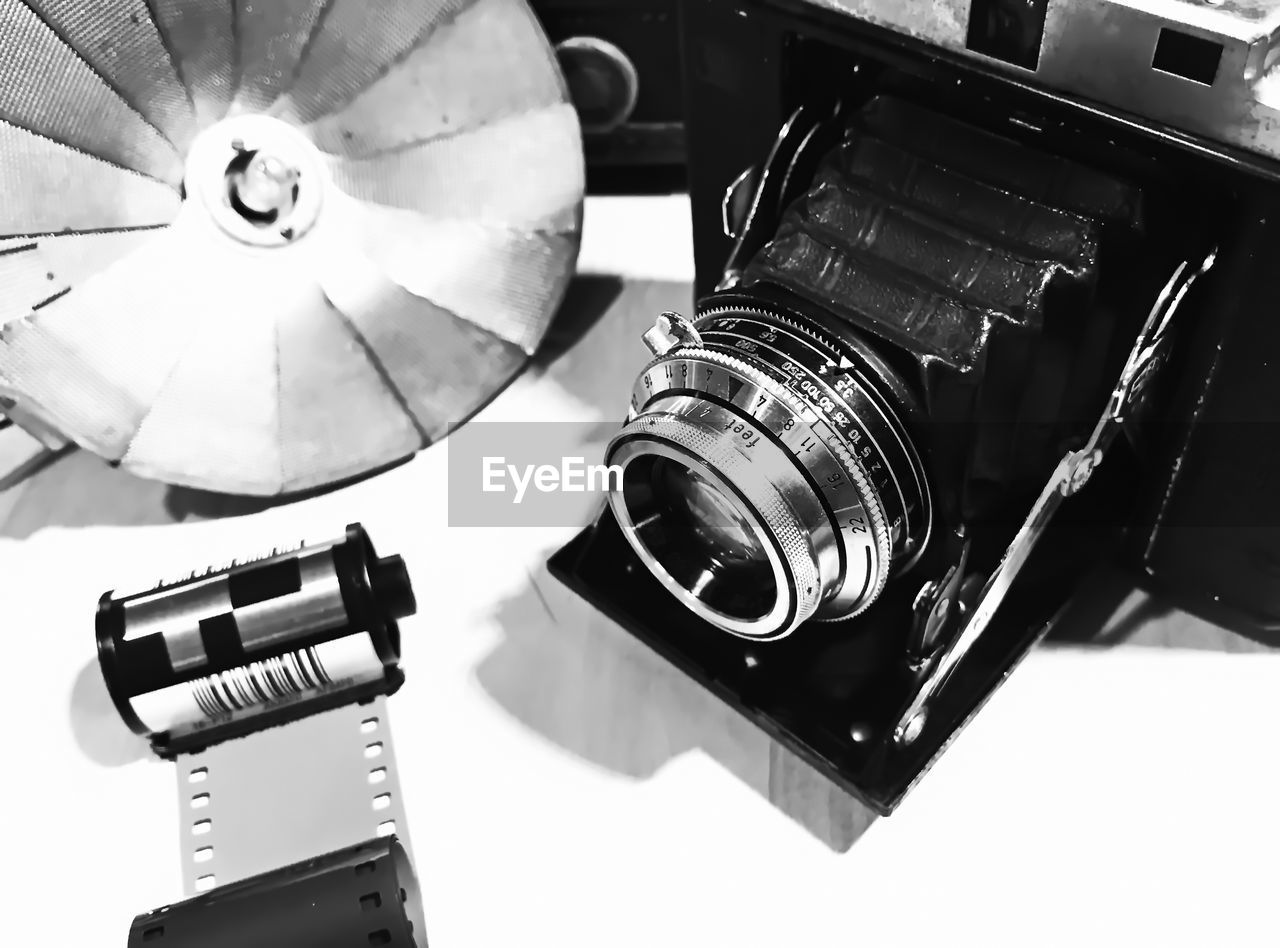 technology, retro styled, old-fashioned, photography themes, no people, close-up, indoors, camera - photographic equipment, film industry, projection equipment, record player needle, day