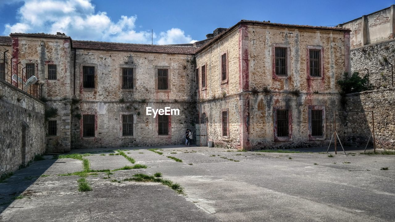 architecture, built structure, building, building exterior, sky, old, abandoned, no people, window, city, history, damaged, house, run-down, nature, wall, day, entrance, outdoors, absence, ruined