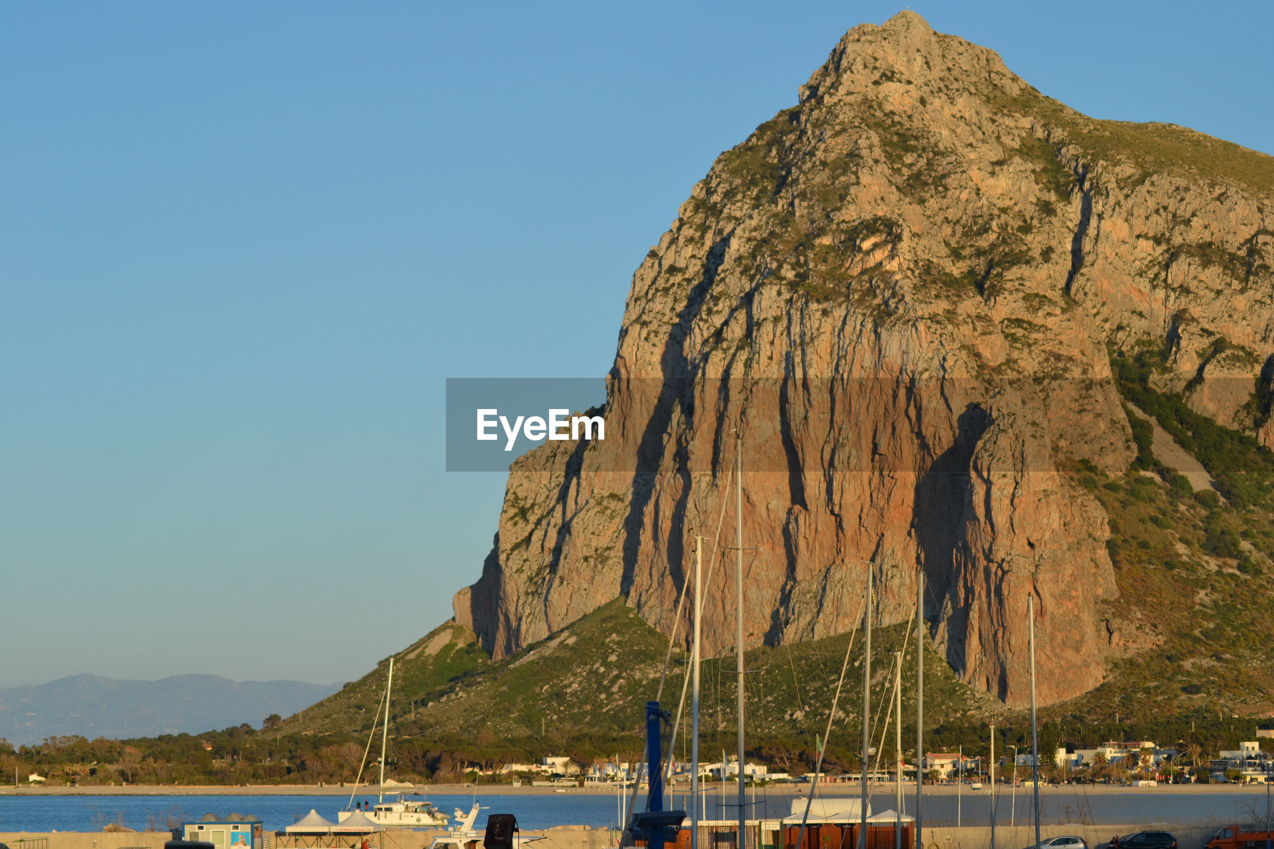 SCENIC VIEW OF SEA AND MOUNTAIN AGAINST CLEAR SKY