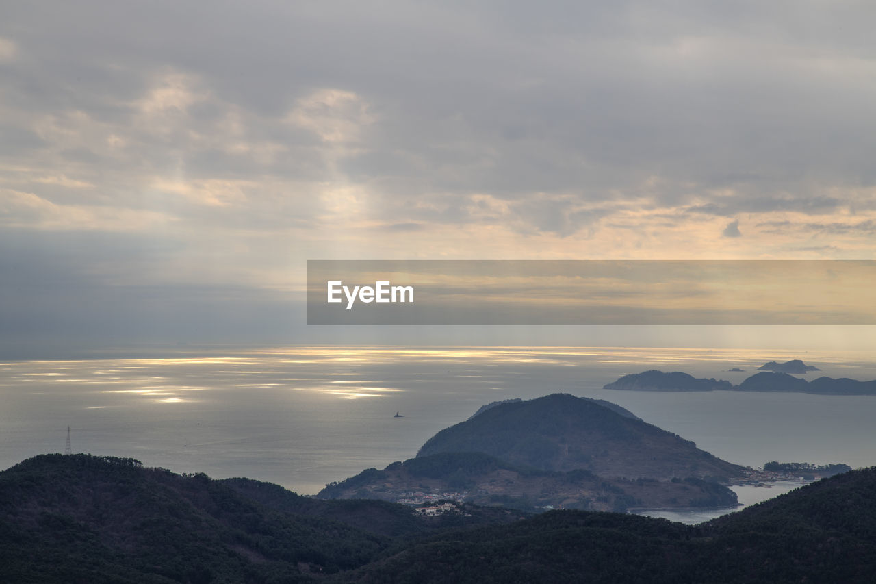 sky, mountain, cloud - sky, scenics - nature, beauty in nature, tranquil scene, tranquility, non-urban scene, mountain range, sunset, nature, idyllic, no people, environment, landscape, remote, outdoors, majestic, cold temperature, mountain peak, snowcapped mountain
