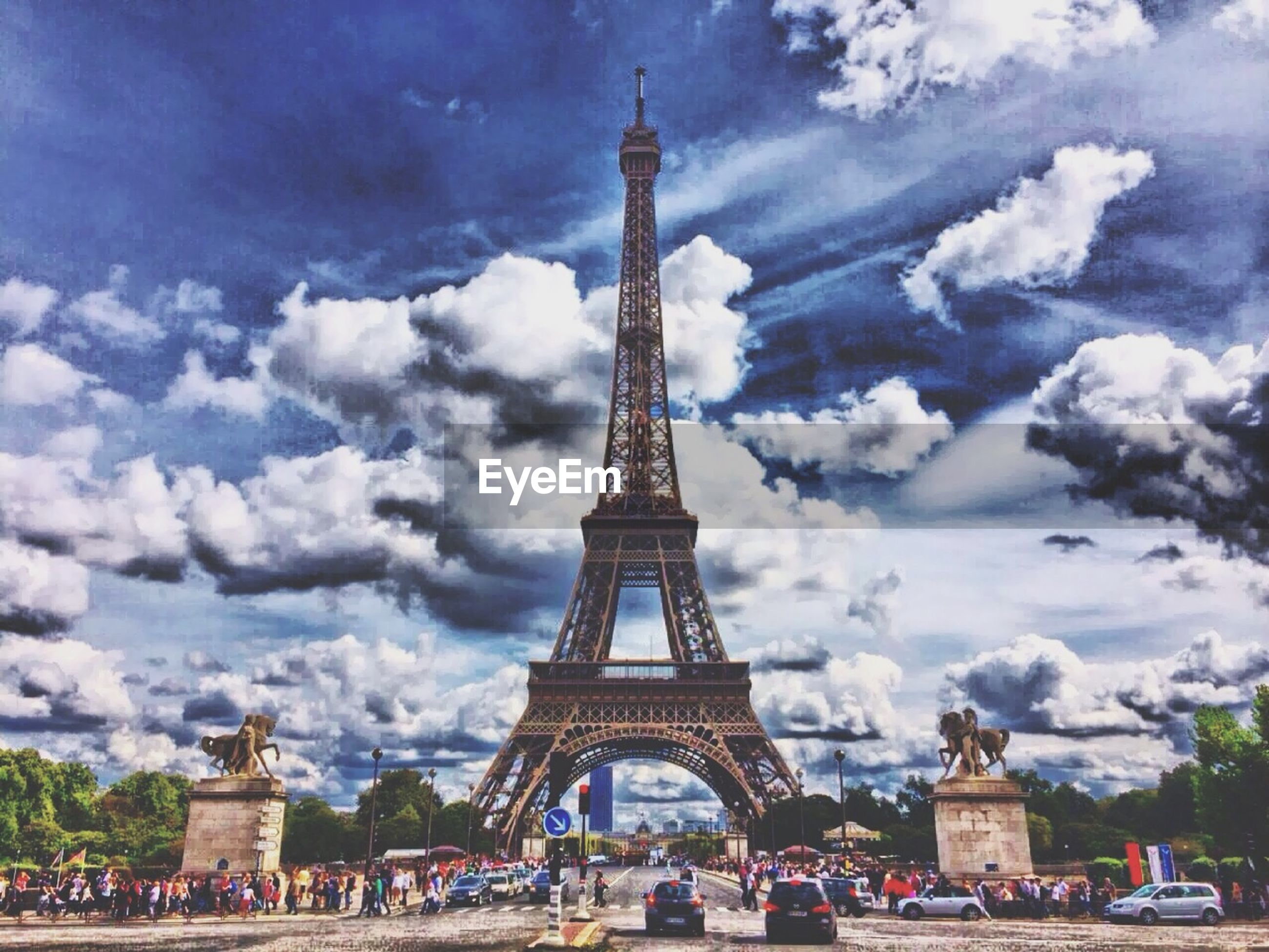 architecture, famous place, sky, built structure, tourism, cloud - sky, travel destinations, international landmark, travel, large group of people, history, tourist, cloudy, tower, person, capital cities, building exterior, tree, lifestyles
