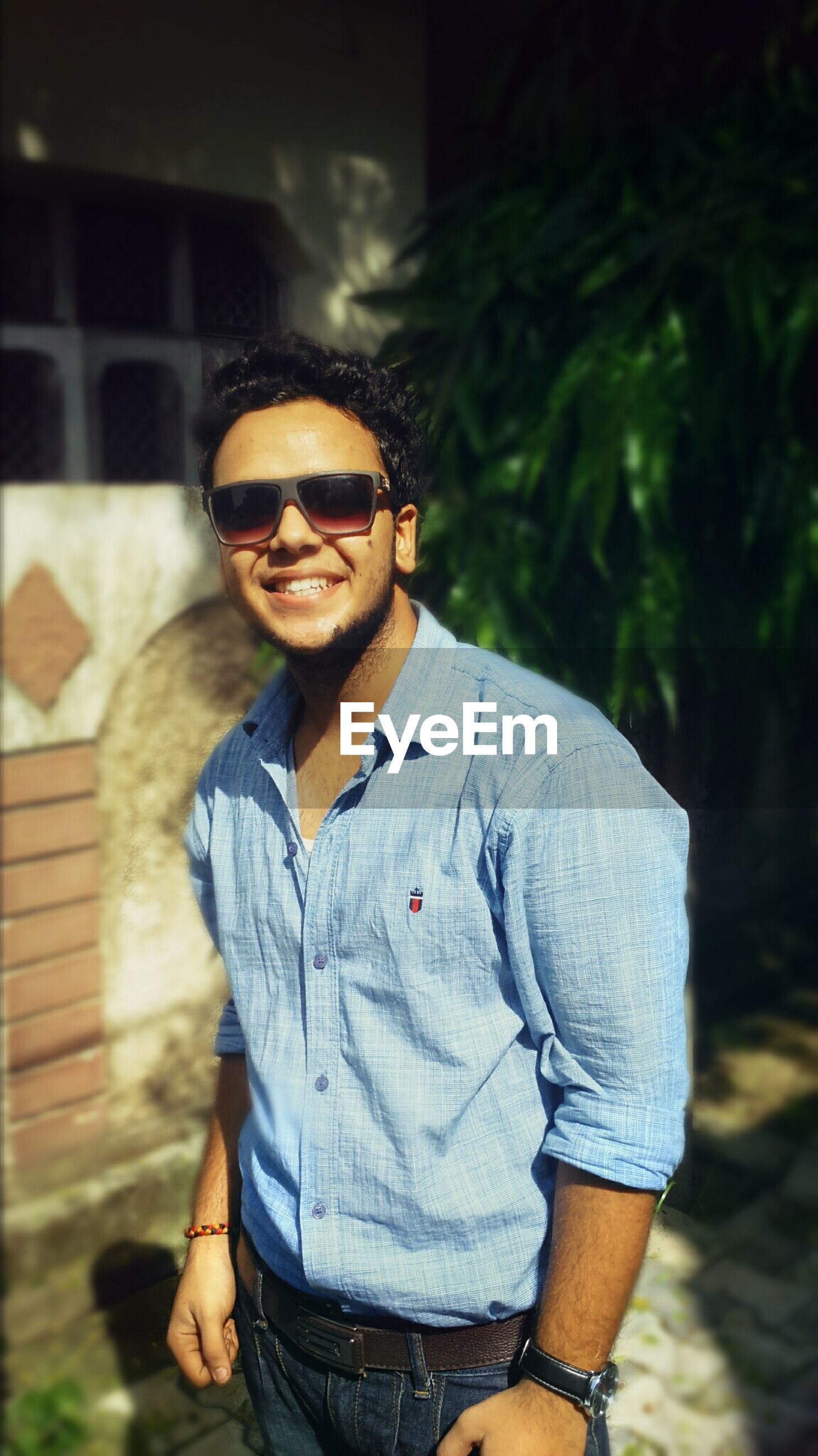 young adult, person, lifestyles, casual clothing, looking at camera, portrait, front view, young men, leisure activity, standing, sunglasses, three quarter length, waist up, smiling, focus on foreground, handsome, confidence