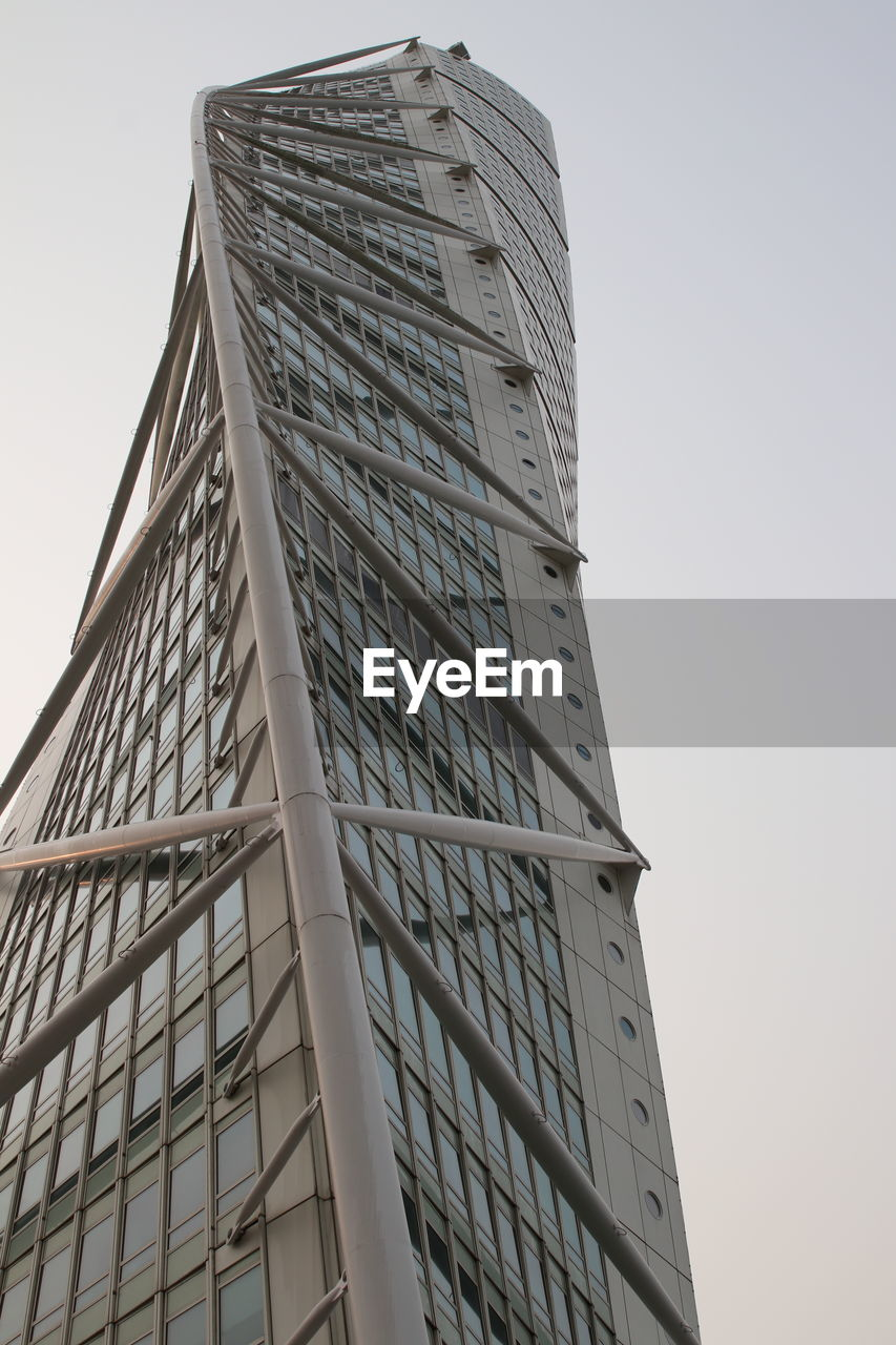 LOW ANGLE VIEW OF OFFICE BUILDING AGAINST CLEAR SKY