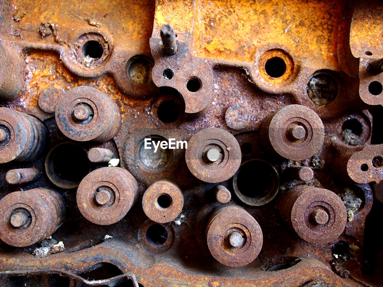 rusty, metal, circle, full frame, backgrounds, geometric shape, no people, decline, obsolete, close-up, machinery, gear, deterioration, machine part, shape, large group of objects, abandoned, equipment, indoors, old, wheel, complexity