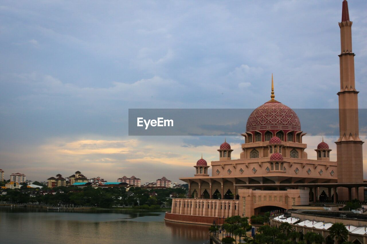 architecture, dome, built structure, religion, building exterior, sky, cloud - sky, place of worship, travel destinations, water, spirituality, outdoors, no people, day, city, nature