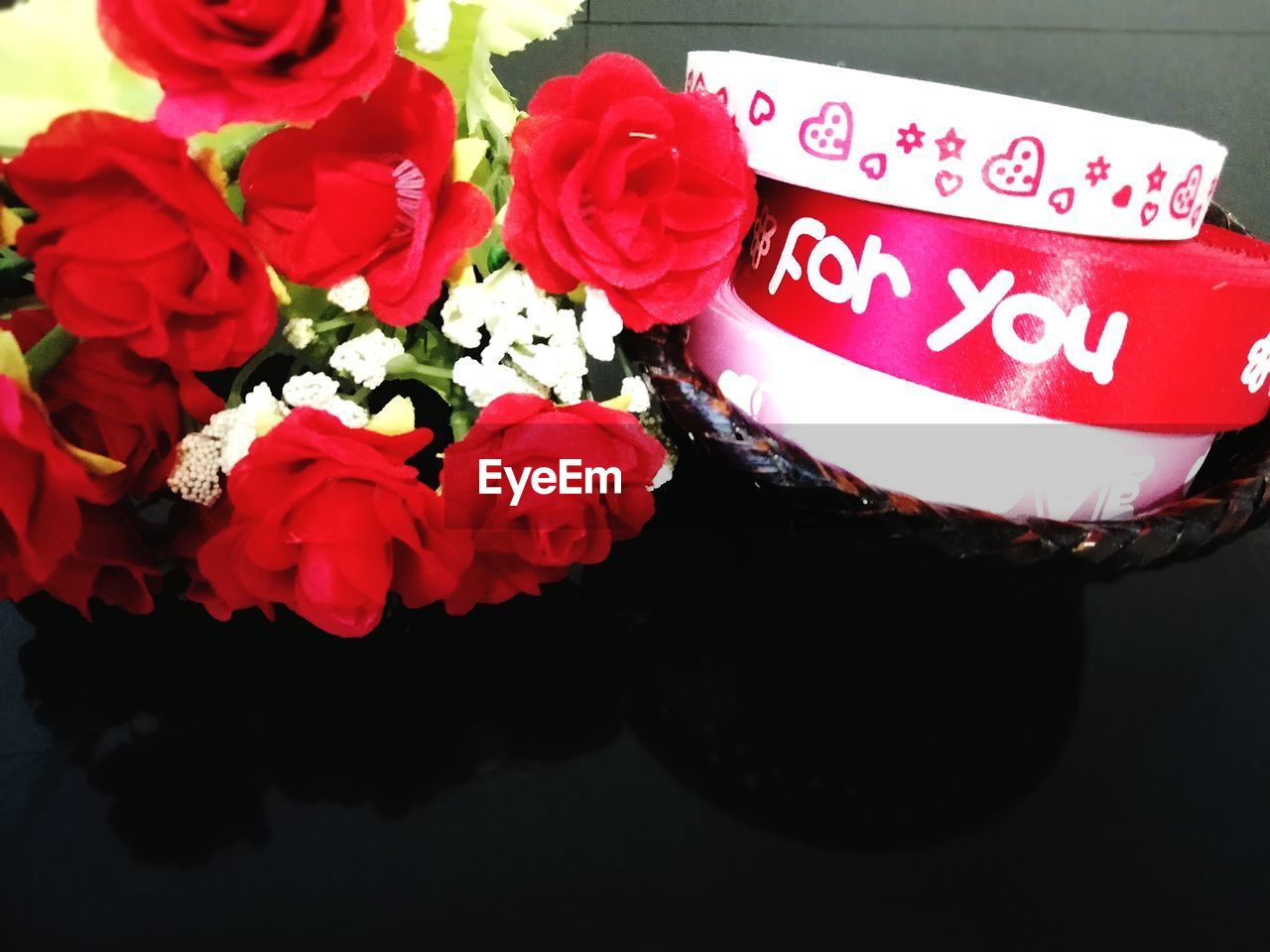 flower, flowering plant, plant, red, freshness, beauty in nature, close-up, high angle view, nature, communication, text, flower head, fragility, petal, vulnerability, no people, rose, inflorescence, western script, indoors, flower arrangement, bouquet