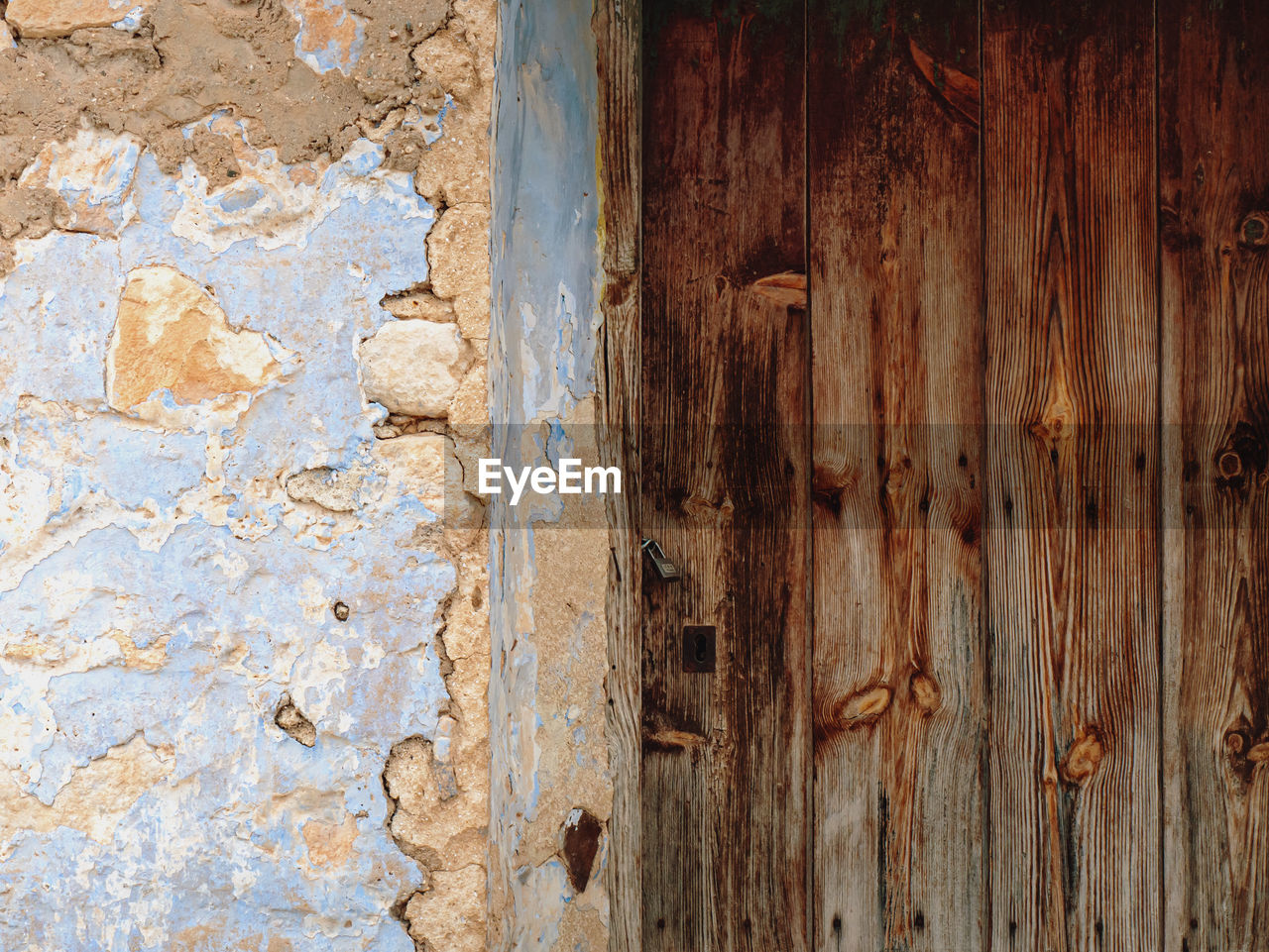CLOSE-UP OF WEATHERED DOOR