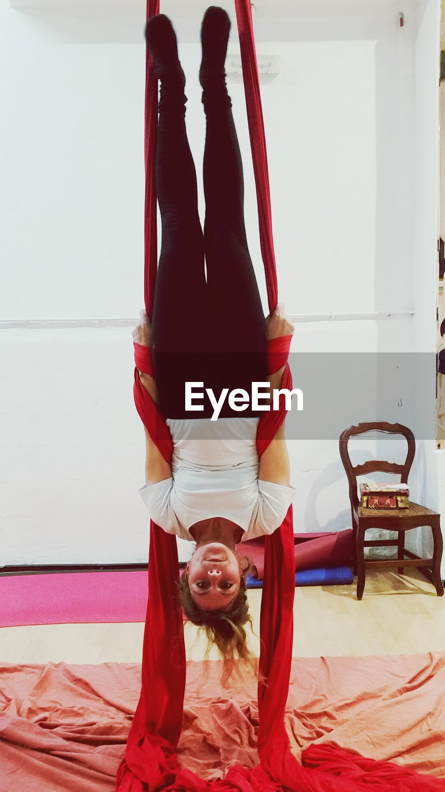 full length, upside down, real people, indoors, two people, lifestyles, balance, young women, childhood, young adult, handstand, day, flexibility, people