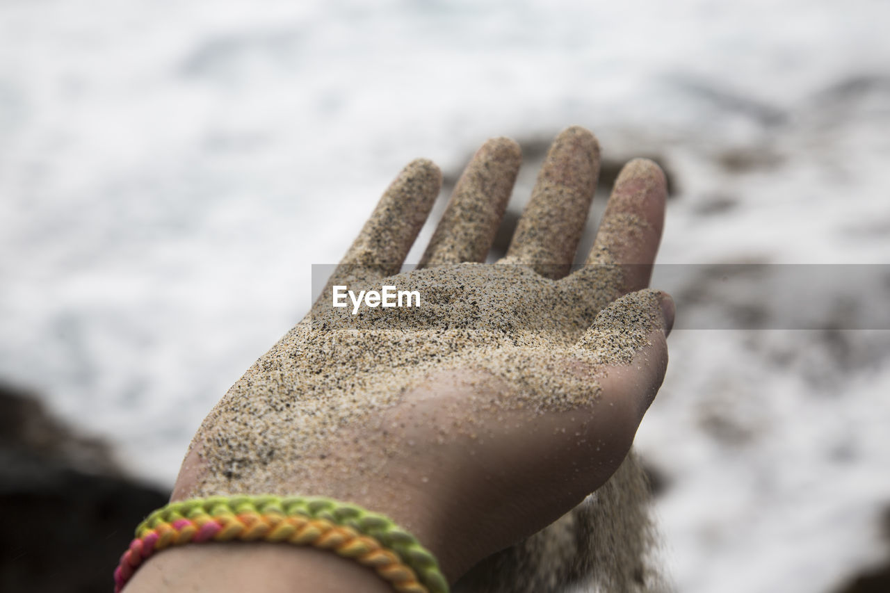human hand, close-up, human body part, body part, hand, day, finger, human finger, nature, one person, personal perspective, focus on foreground, unrecognizable person, real people, selective focus, glove, leisure activity, sand, dirt, land, dirty, outdoors, mud, human limb