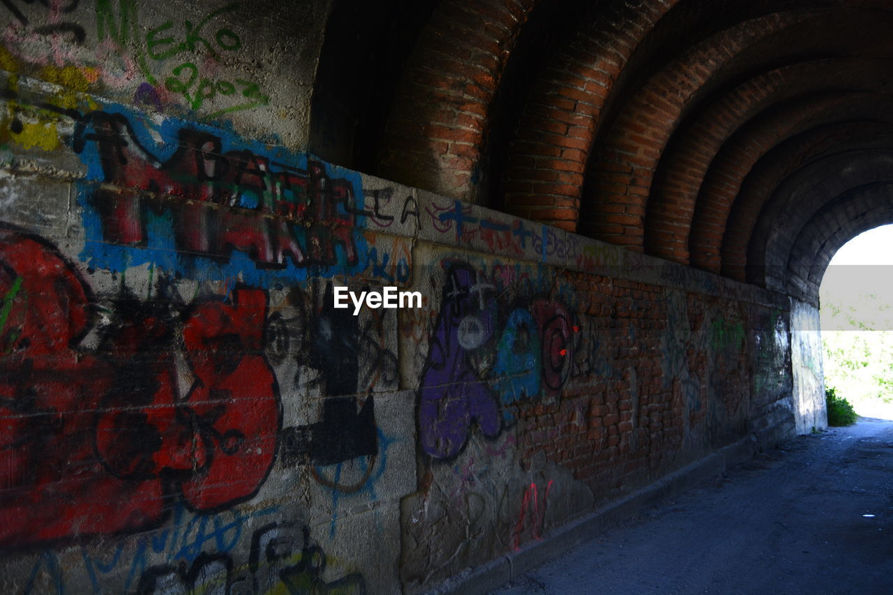 graffiti, architecture, wall - building feature, built structure, art and craft, street art, text, multi colored, day, no people, indoors, building exterior