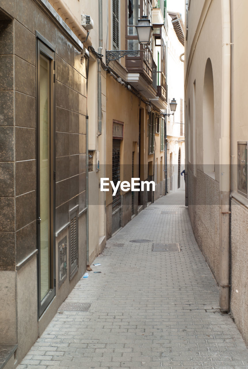 architecture, built structure, building exterior, the way forward, alley, no people, day, walkway, outdoors