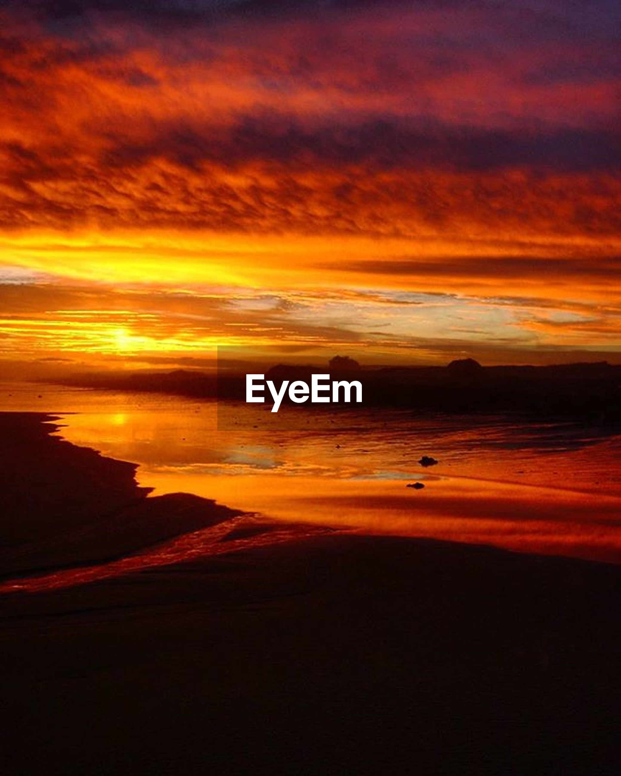 sunset, scenics, orange color, tranquil scene, beauty in nature, sky, water, tranquility, sea, cloud - sky, idyllic, dramatic sky, nature, horizon over water, beach, cloud, silhouette, majestic, cloudy, atmospheric mood