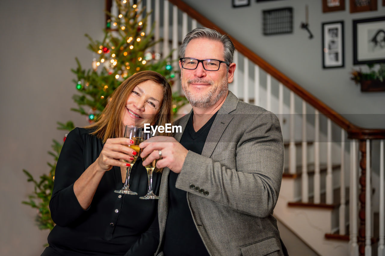 Portrait man and woman toasting glasses