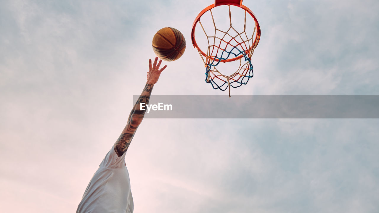 LOW ANGLE VIEW OF BASKETBALL COURT AGAINST SKY