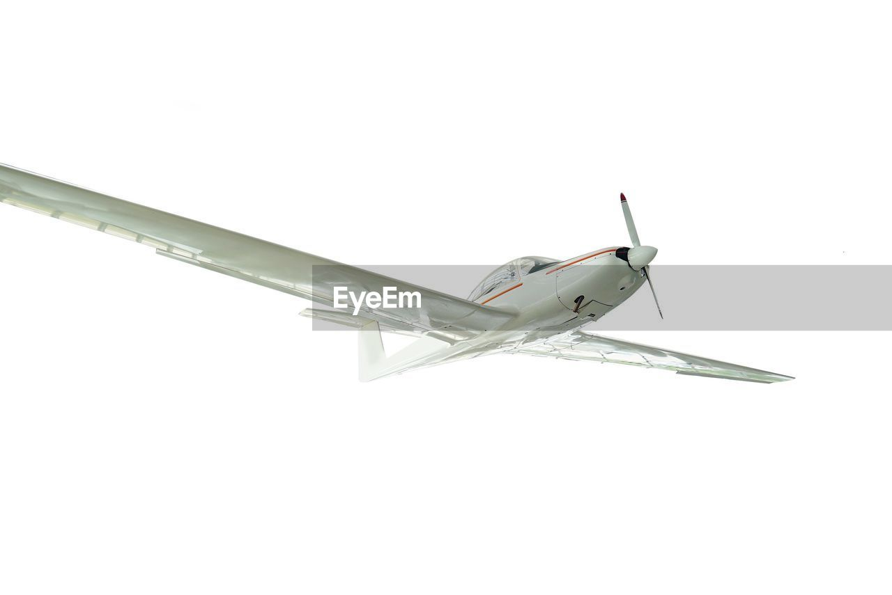 airplane, transportation, copy space, air vehicle, flying, studio shot, no people, white background, model airplane, day, close-up, airplane wing