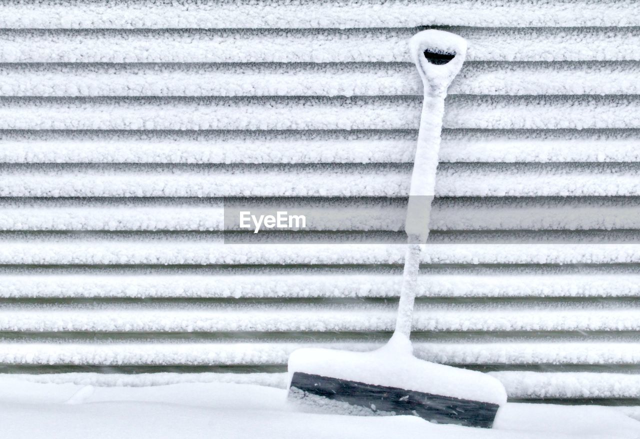 CLOSE-UP OF SNOW ON METAL