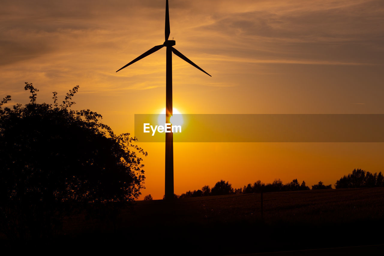 sunset, sky, silhouette, beauty in nature, orange color, scenics - nature, environment, turbine, field, fuel and power generation, tranquility, wind turbine, cloud - sky, alternative energy, landscape, nature, tree, tranquil scene, sun, land, no people, outdoors, electricity, sustainable resources, power supply