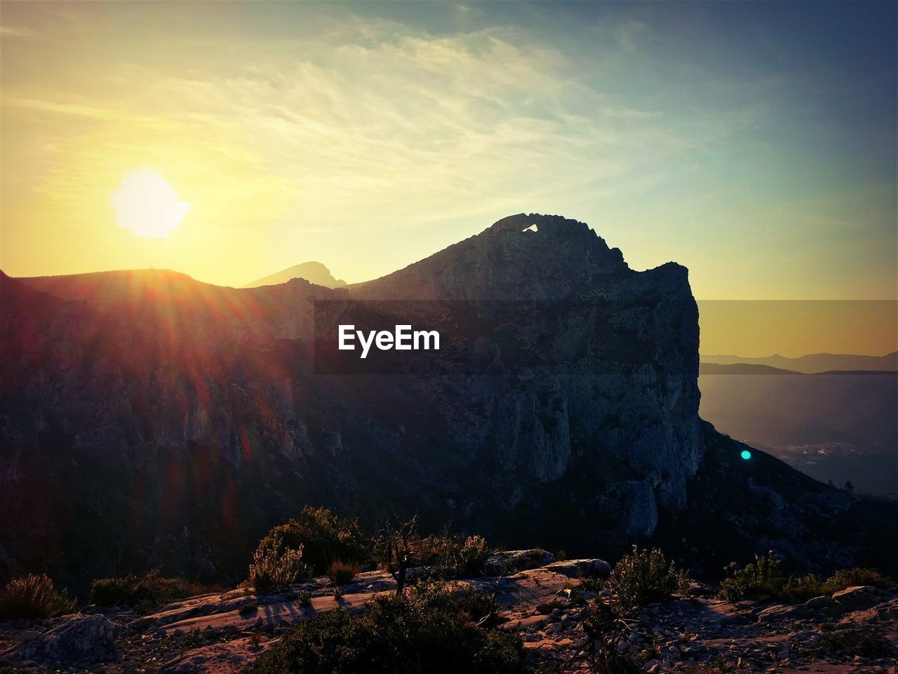 mountain, sunset, sun, nature, beauty in nature, scenics, sunlight, tranquil scene, tranquility, rock - object, sky, geology, landscape, mountain range, outdoors, physical geography, no people, travel destinations, day