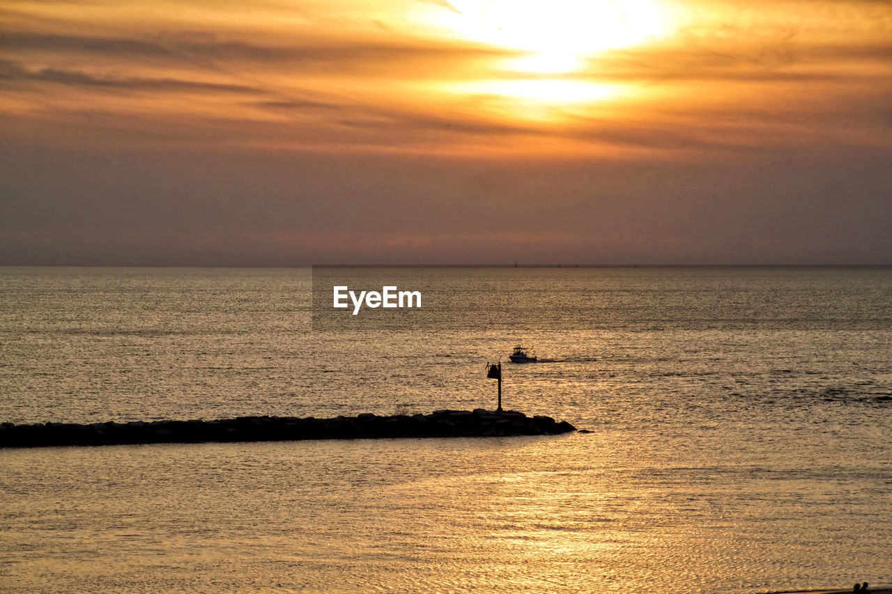 sunset, sky, water, sea, scenics - nature, beauty in nature, horizon, horizon over water, orange color, cloud - sky, tranquility, tranquil scene, waterfront, vertebrate, silhouette, bird, animal, animal themes, animal wildlife, no people, outdoors