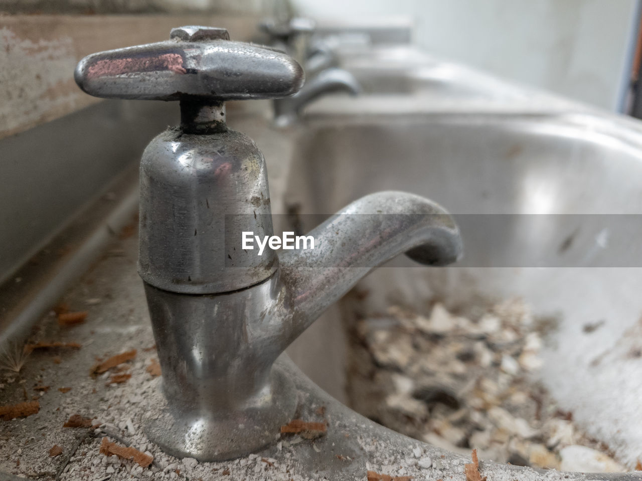 HIGH ANGLE VIEW OF WATER FAUCET