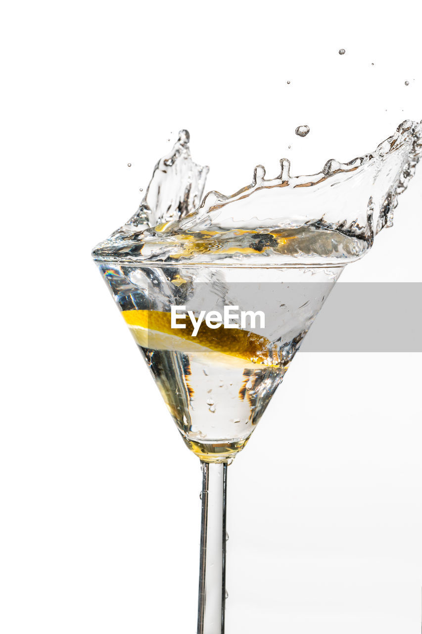 CLOSE-UP OF DRINK SERVED ON GLASS