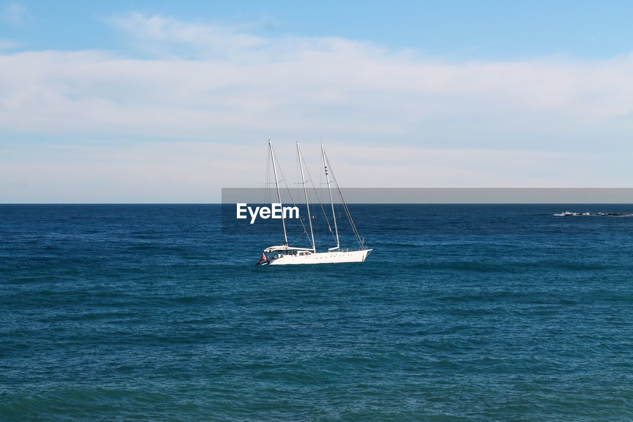 sea, sky, water, nautical vessel, horizon over water, horizon, transportation, mode of transportation, cloud - sky, sailboat, beauty in nature, waterfront, scenics - nature, sailing, nature, day, tranquility, tranquil scene, pole, outdoors, yacht, luxury, yachting