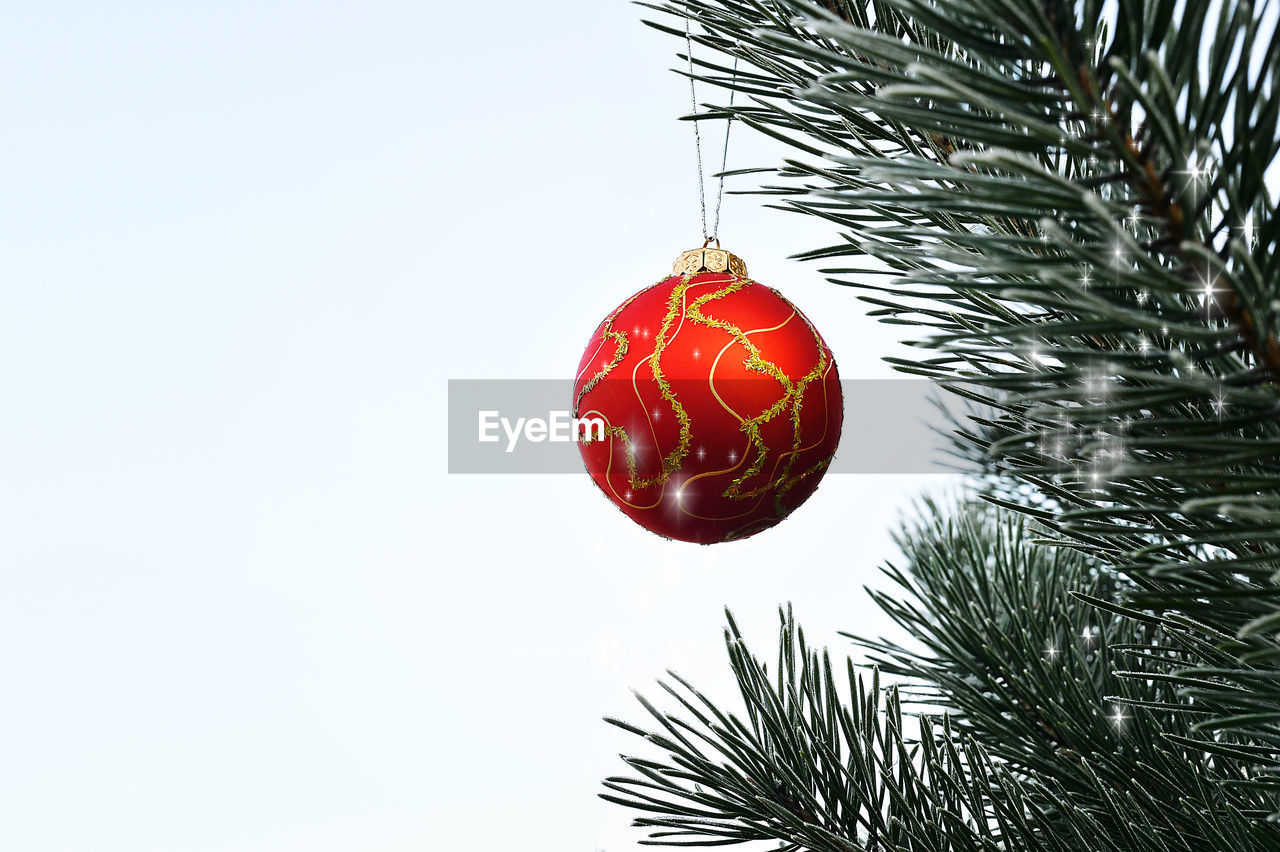 red, christmas, celebration, hanging, decoration, christmas ornament, christmas decoration, christmas tree, no people, bauble, tradition, close-up, tree, holiday - event, outdoors, day