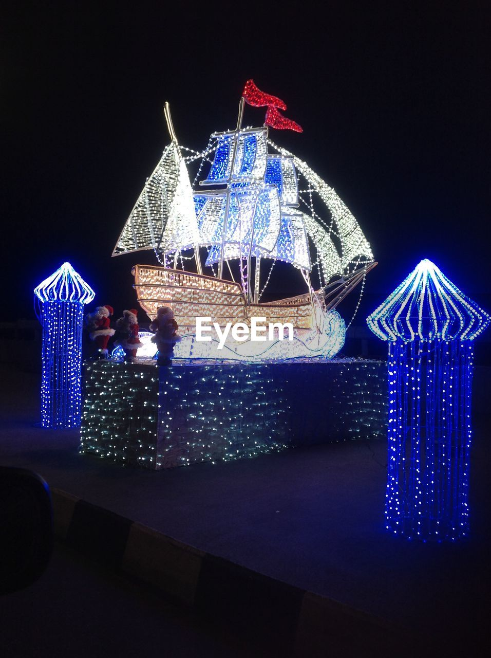 night, illuminated, celebration, architecture, christmas decoration, built structure, no people, christmas, christmas lights, building exterior, modern, outdoors, city
