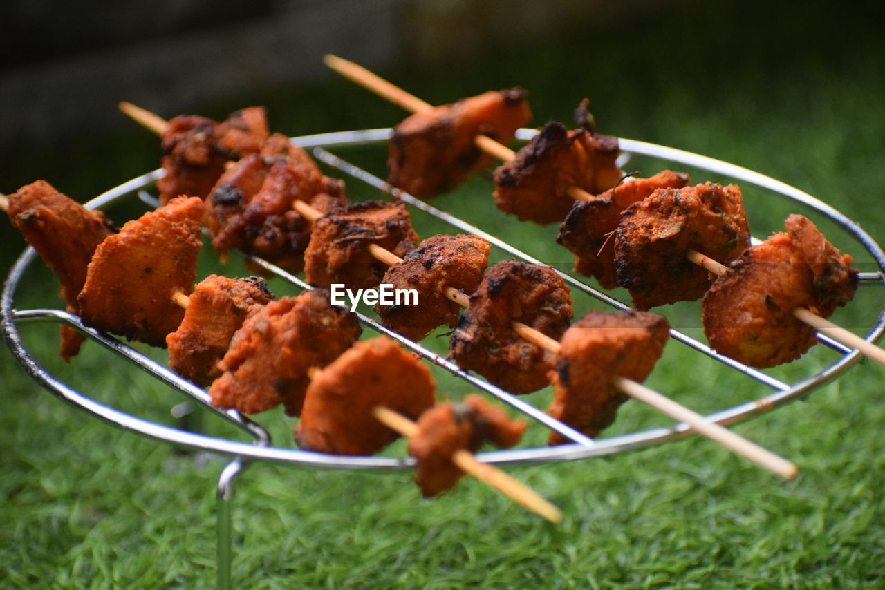 HIGH ANGLE VIEW OF MEAT IN BARBECUE GRILL
