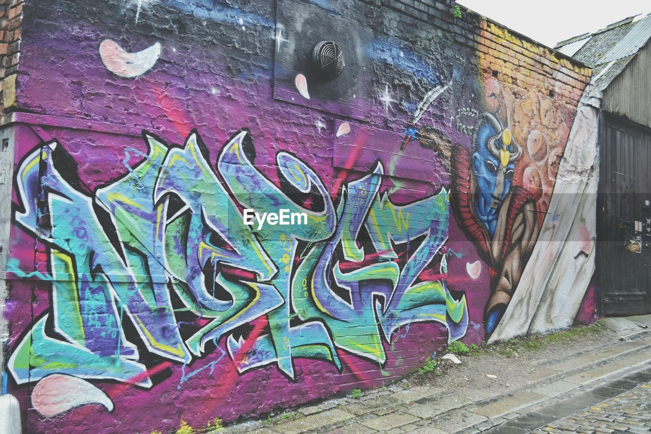 graffiti, built structure, architecture, creativity, building exterior, art and craft, outdoors, day, no people, street art, multi colored, corrugated iron, close-up