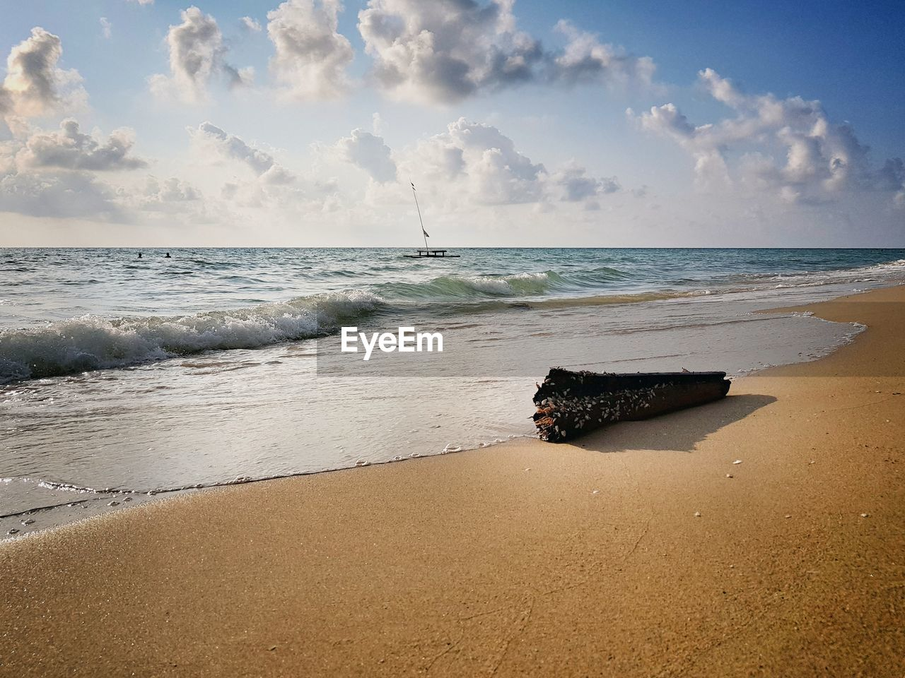 sea, beach, water, land, horizon over water, horizon, sky, sand, beauty in nature, scenics - nature, motion, cloud - sky, tranquility, tranquil scene, wave, nature, sport, non-urban scene, no people, outdoors