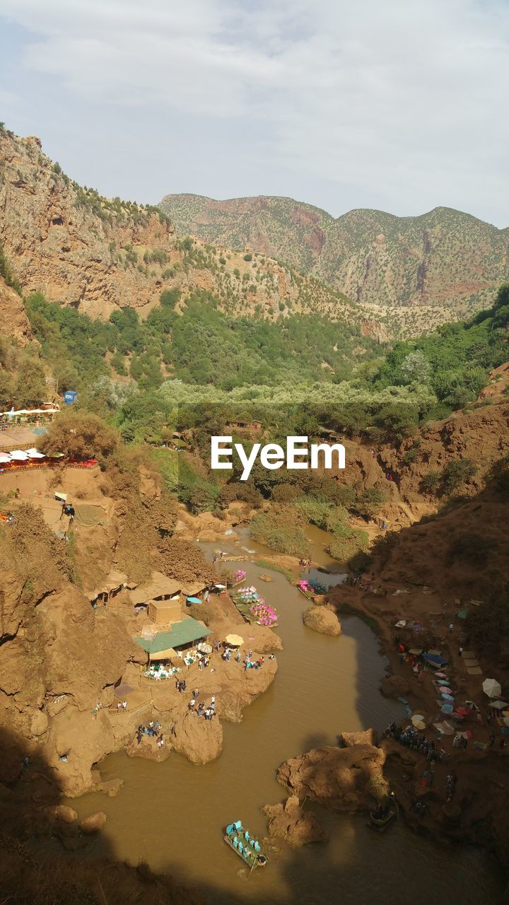 HIGH ANGLE VIEW OF RIVER AND MOUNTAIN AGAINST SKY