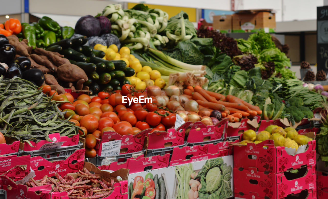 vegetable, variation, food and drink, healthy eating, food, market, freshness, for sale, choice, large group of objects, market stall, retail, bell pepper, abundance, tomato, fruit, day, arrangement, no people, stack, price tag, outdoors, multi colored, close-up