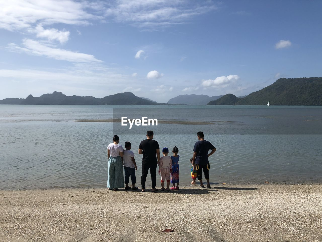 water, sky, group of people, real people, mountain, beauty in nature, men, sea, women, scenics - nature, beach, nature, land, leisure activity, lifestyles, togetherness, people, full length, adult, outdoors
