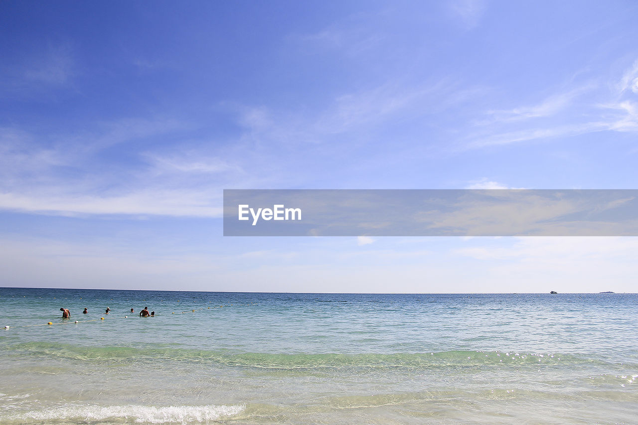 sea, water, horizon, beach, horizon over water, sky, land, scenics - nature, beauty in nature, cloud - sky, group of people, nature, day, incidental people, tranquility, leisure activity, tranquil scene, non-urban scene, holiday, outdoors
