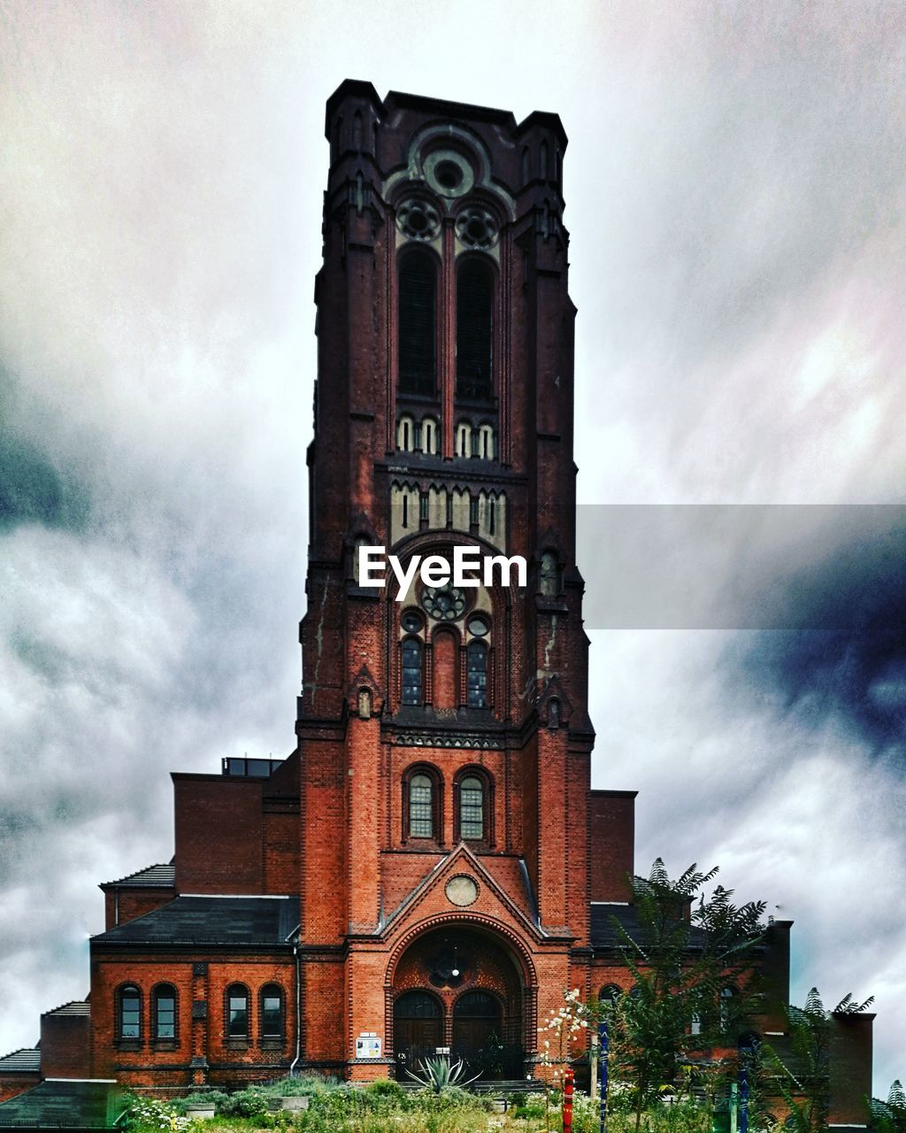 architecture, building exterior, built structure, sky, cloud - sky, building, religion, place of worship, belief, low angle view, nature, spirituality, tower, no people, arch, the past, history, outdoors, gothic style