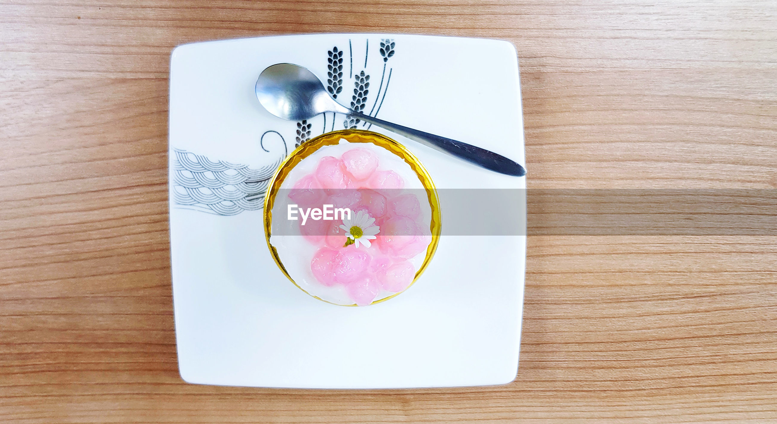 HIGH ANGLE VIEW OF PINK ROSE ON WHITE TABLE