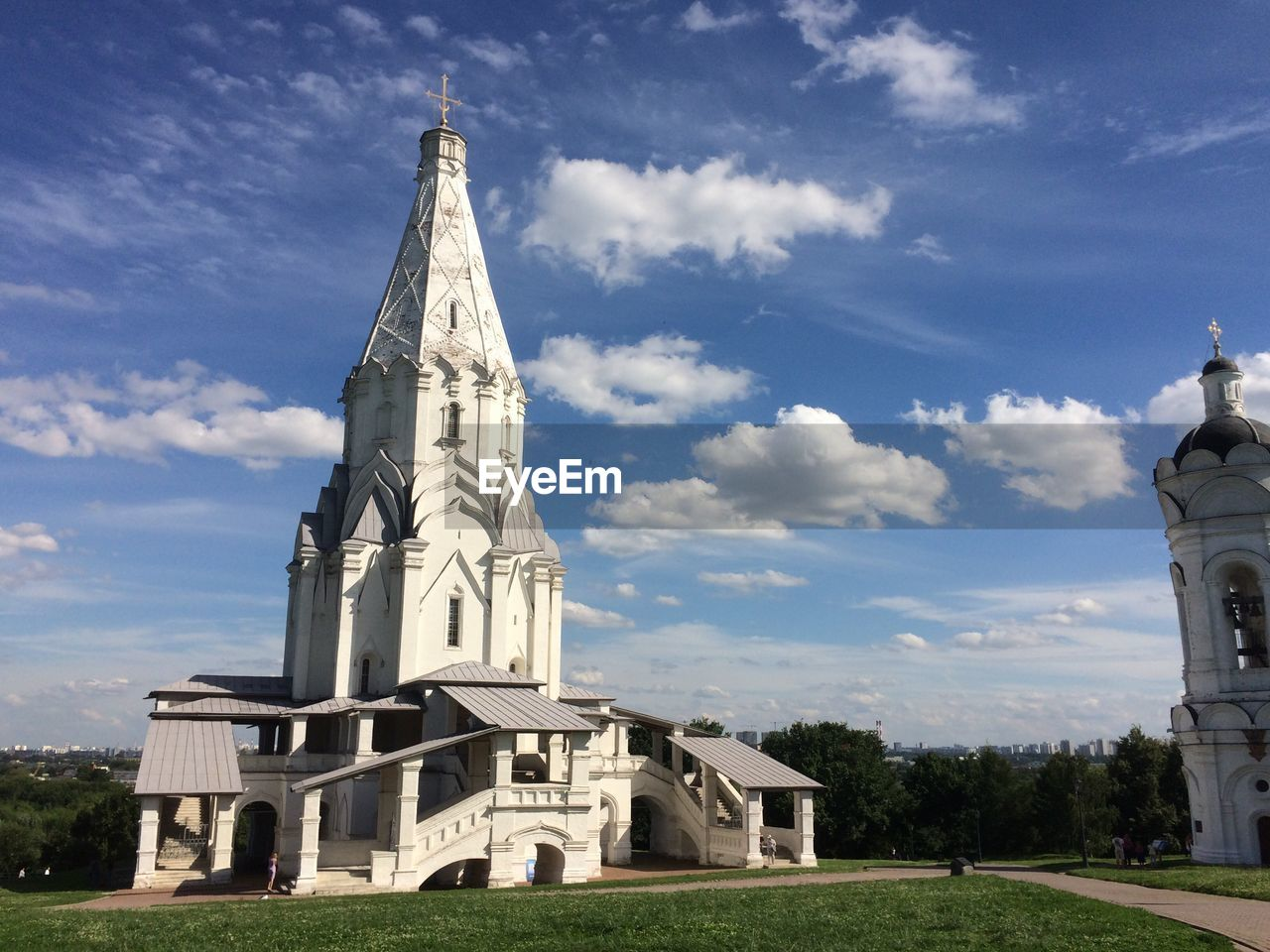 architecture, built structure, building exterior, sky, cloud - sky, building, religion, place of worship, belief, spirituality, nature, no people, day, grass, tower, sunlight, plant, outdoors, spire