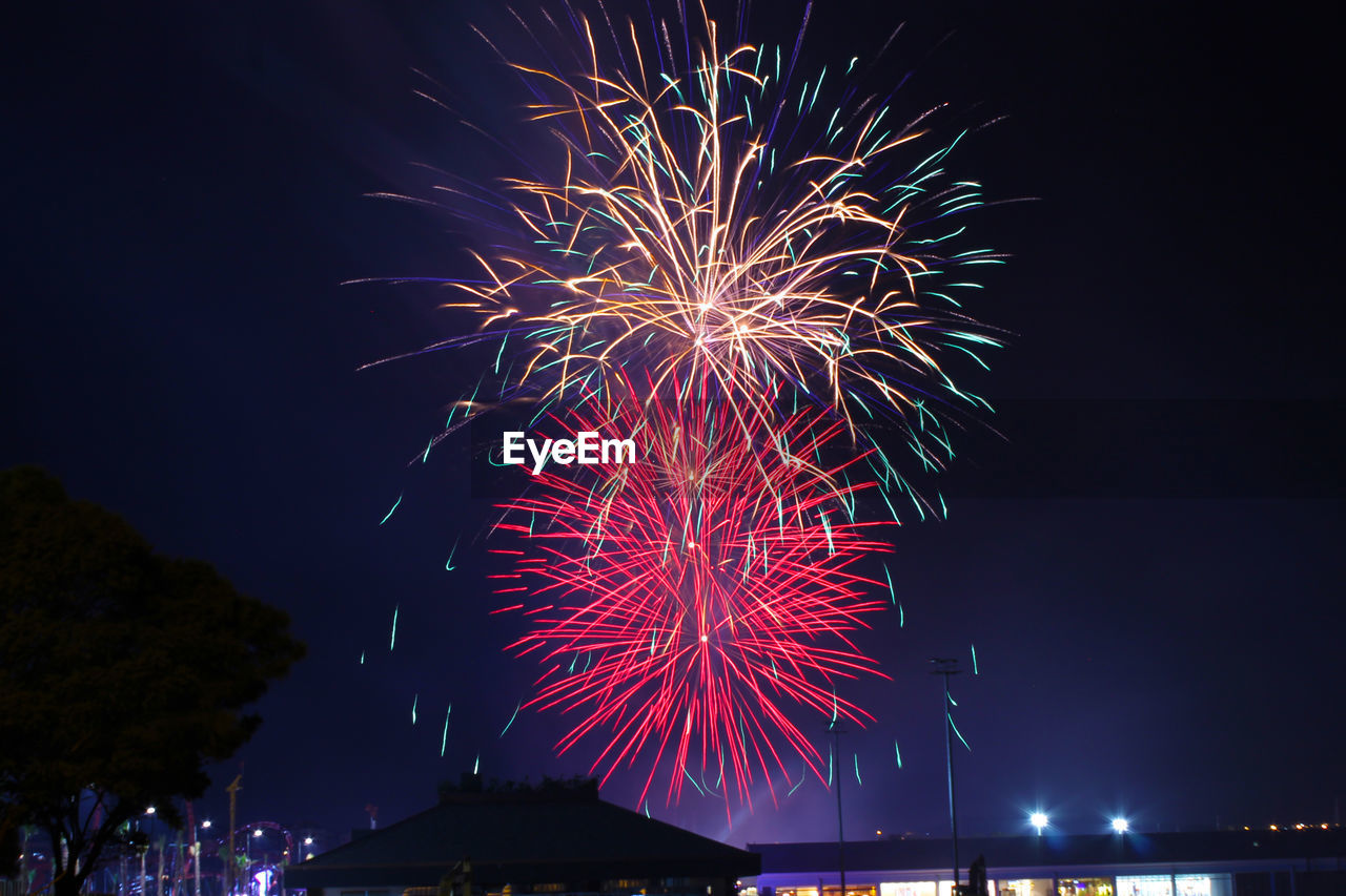 illuminated, night, firework, arts culture and entertainment, celebration, firework display, event, exploding, motion, glowing, firework - man made object, sky, long exposure, low angle view, nature, no people, sparks, light, architecture, blurred motion