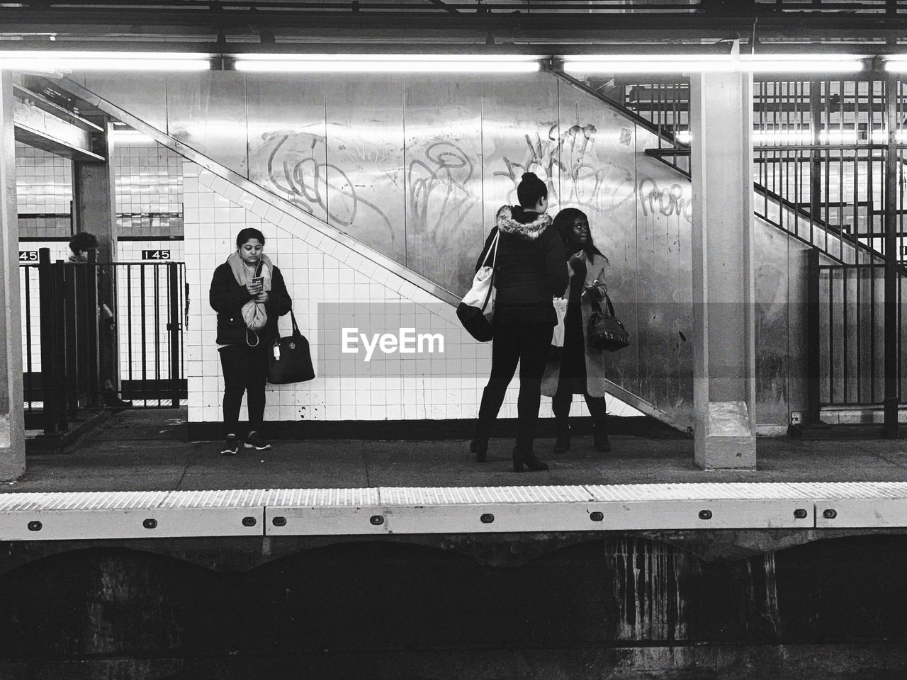 real people, full length, architecture, group of people, lifestyles, women, public transportation, built structure, men, walking, indoors, people, subway, leisure activity, subway station, transportation, rail transportation, standing, adult, ceiling, architectural column