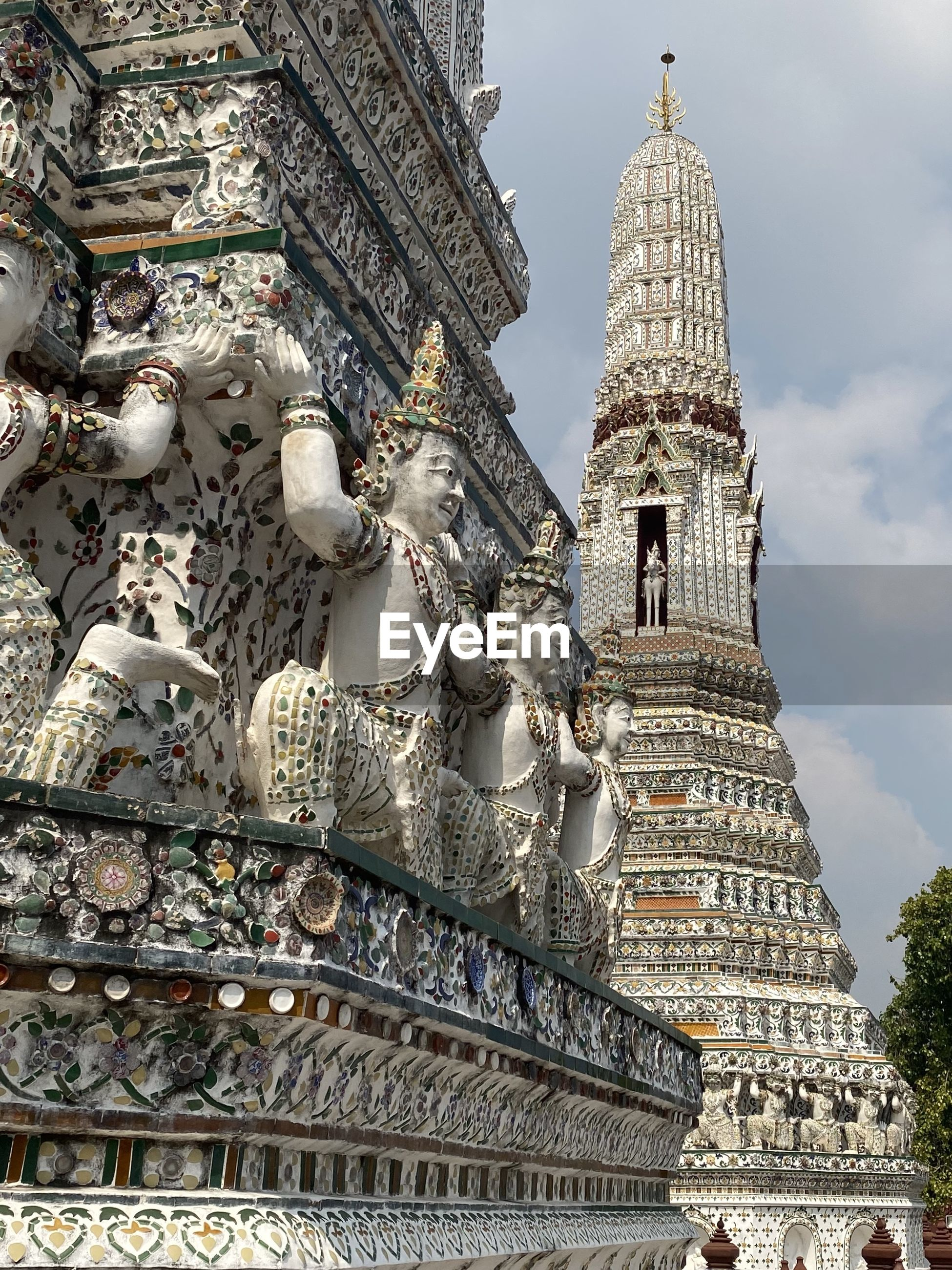 LOW ANGLE VIEW OF STATUES ON BUILDING
