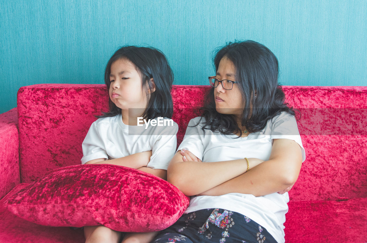 two people, women, girls, togetherness, child, sitting, casual clothing, females, childhood, sister, sibling, bonding, front view, family, leisure activity, lifestyles, real people, indoors, positive emotion, innocence, hairstyle, pre-adolescent child