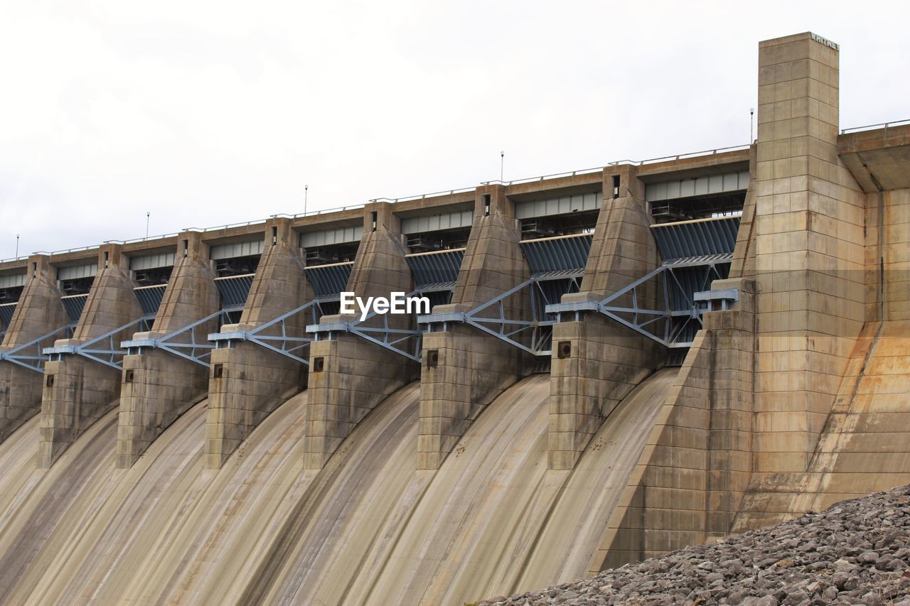 architecture, built structure, dam, sky, hydroelectric power, building exterior, low angle view, nature, no people, day, renewable energy, fuel and power generation, environmental conservation, outdoors, water, bridge, clear sky, connection, alternative energy, bridge - man made structure
